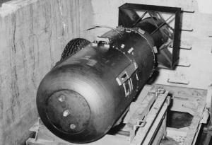 "La bomba chiamata ""little boy"", lunga 3m e pesante 4000kg"